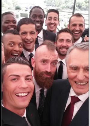bbd3e053d34d66dbf800e934c15818de-ronaldo-selfie1
